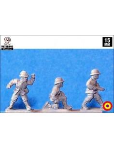 15mm Gun crew in French helmet