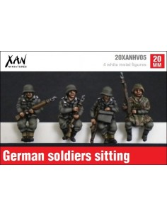 1/72 German soldiers sitting on vehicle
